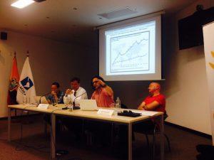 O pesquisador do Ibase Gerardo Cerdas em sua apresentação durante o seminário do IIRSA
